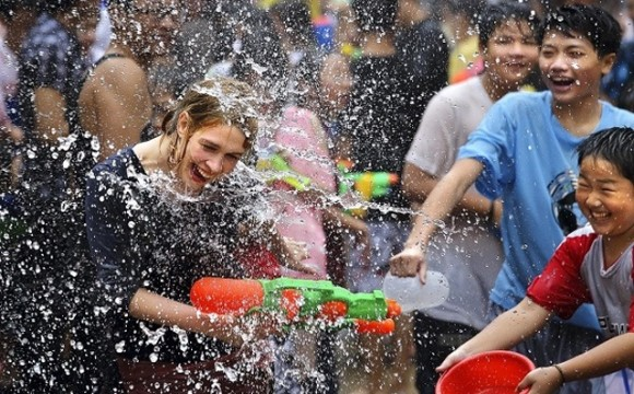 La birmana Festa dell'Acqua